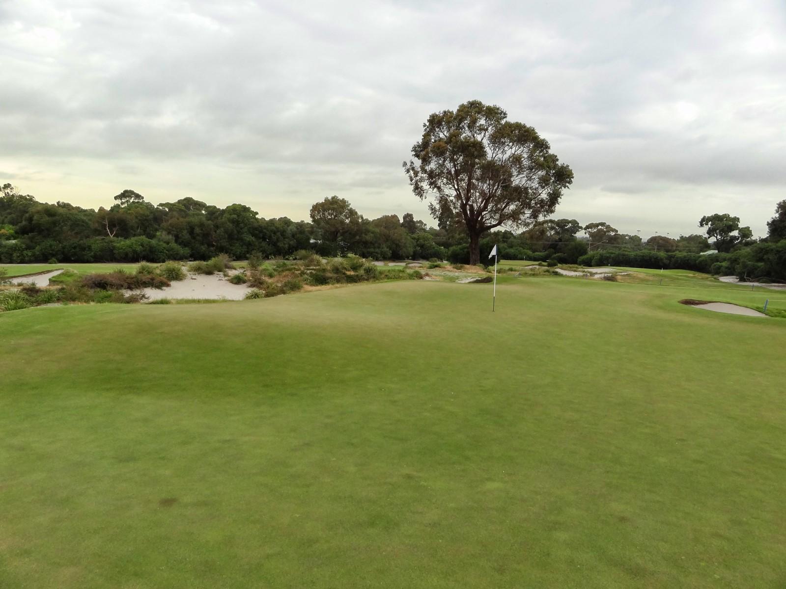 Das Grün der weltberühmten 15 von Kingston Heath