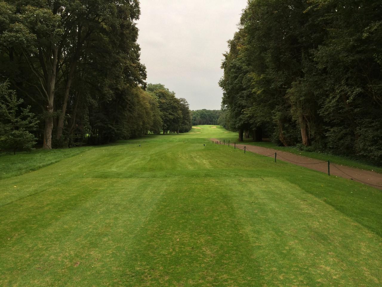 Abschlag Loch 6. Eines der lauten Löcher am Marienburger Golf-Club