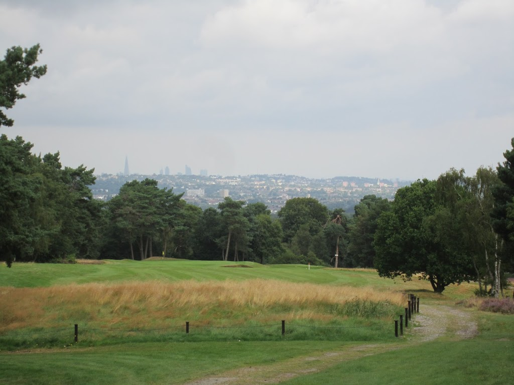 Loch 14. Blick auf London City