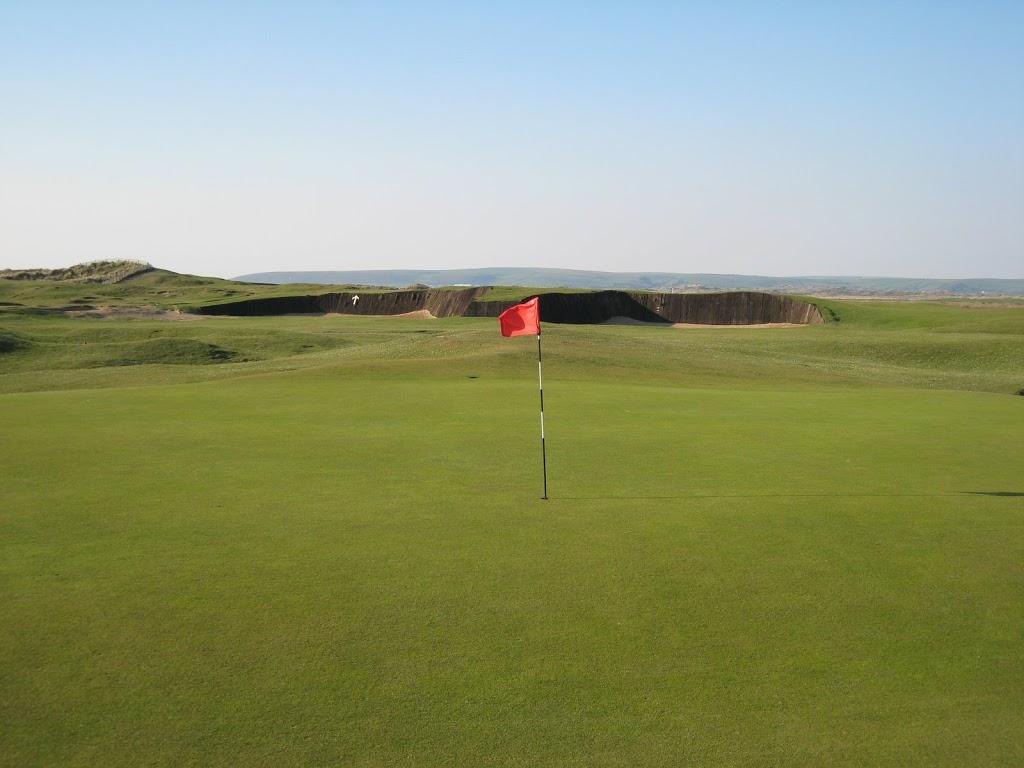 Grün Loch 16 mit Cape Bunker im Hintergrund