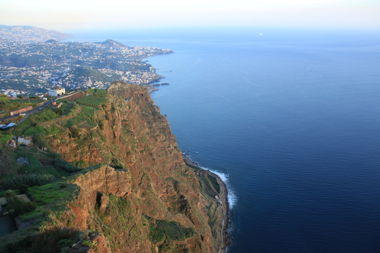 Blick vom Glasboden Aussichtspunkt Cabo Girao auf Funchal