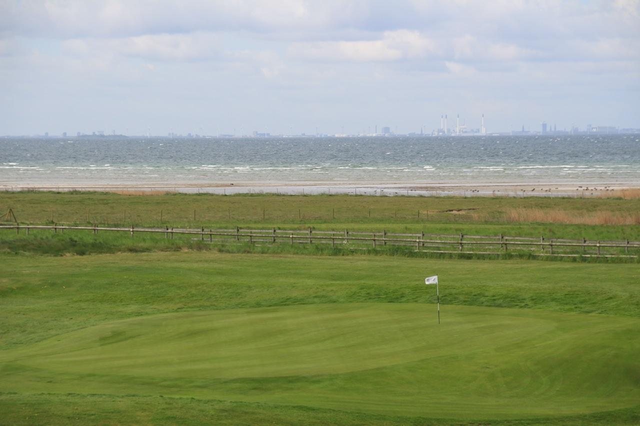 Loch 8 mit Dänemark im Hintergrund