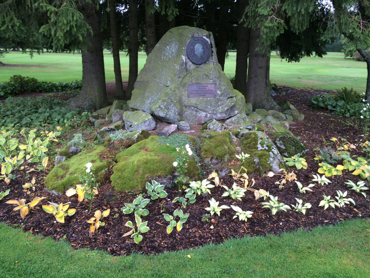 Der Gedenkstein für Edward VII. Einer der Initiatoren des Clubs.