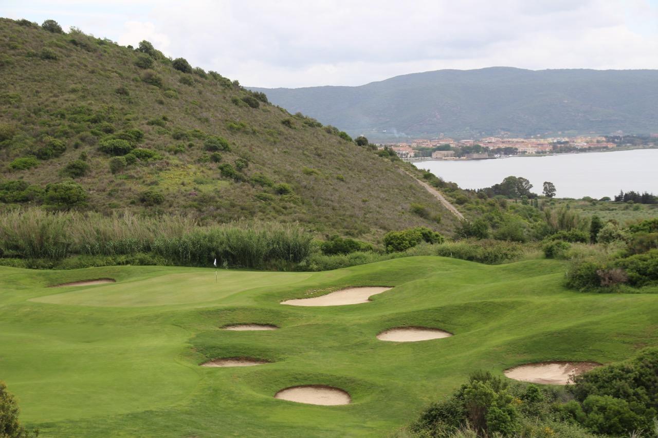 Grün Loch 2 mit Blick auf Orbetello