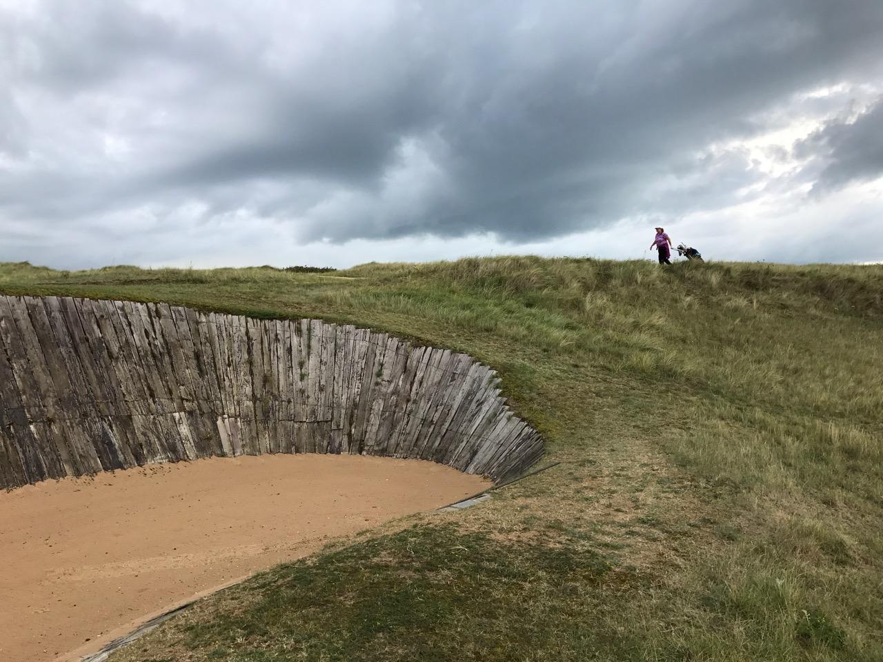 Der Bunker vor dem Grün der 15