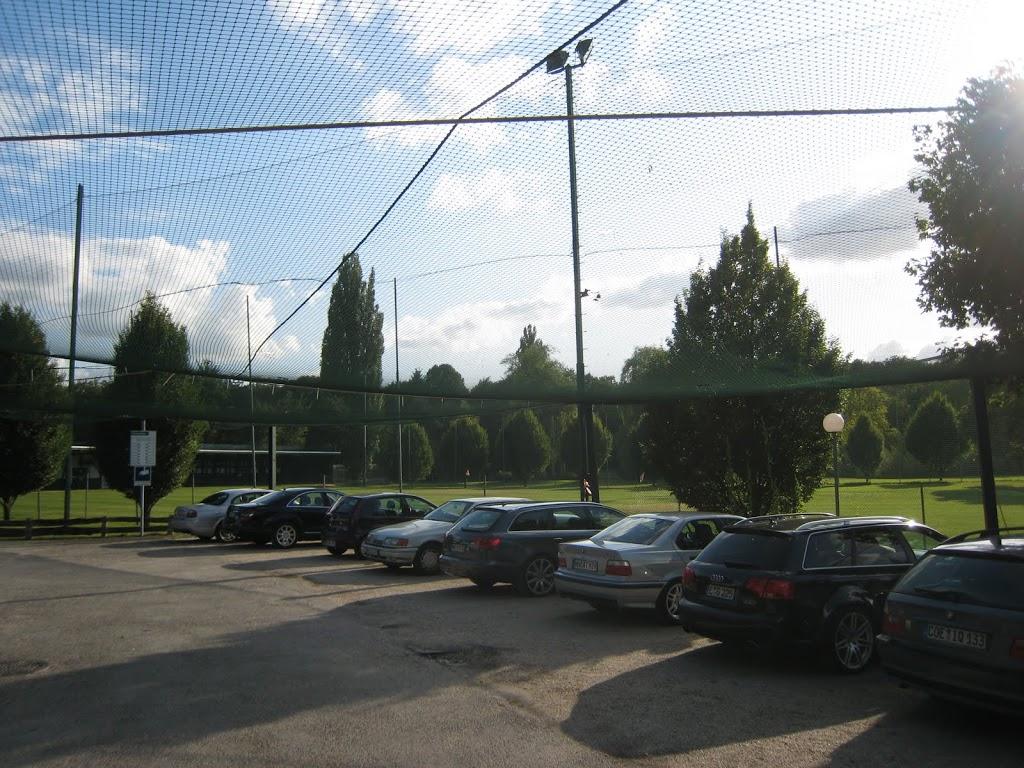 Das Netz über dem Parkplatz